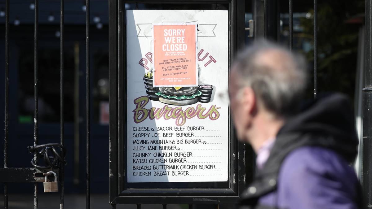 Wird die Pandemie in Großbritannien schlimmer als in Italien? Johnson entschuldigt sich für Pub-Verbot