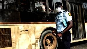 Ein Polizist im Senegal