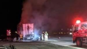 Der brennende Lkw mit Toilettenpapier