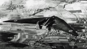 Die ältere Ho V im Flug über Göttingen.