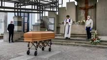 Hier wird ein Corona-Toter inGrassobbio (Lombardei) beigesetzt.