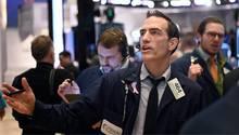 Händler an der Wall Street - Dow Jones macht Rekordsprung