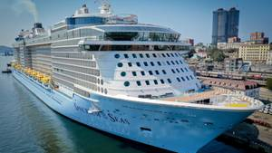 Ein Schiff von Royal Caribbean International,