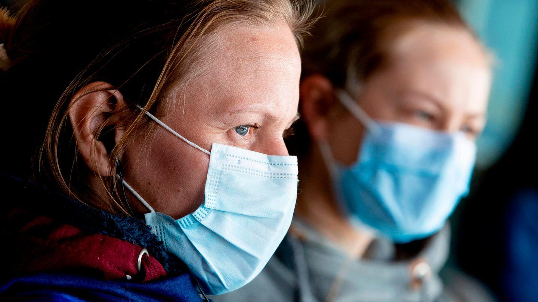 Coronavirus: Zwei Frauen tragen Munschutz
