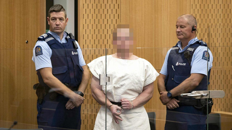 Christchurch-Attentäter Brenton Tarrant steht in Handschellen im Gerichtssaal