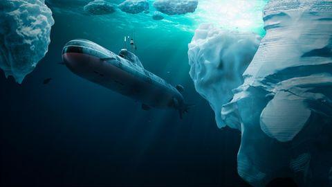 Ein U-Boot unter Wasser zwischen Eisbergen