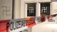 Hakenkreuze an der Wand einer Flüchtlingsunterkunft in Riedlingen in Baden-Württemberg (Archivbild)