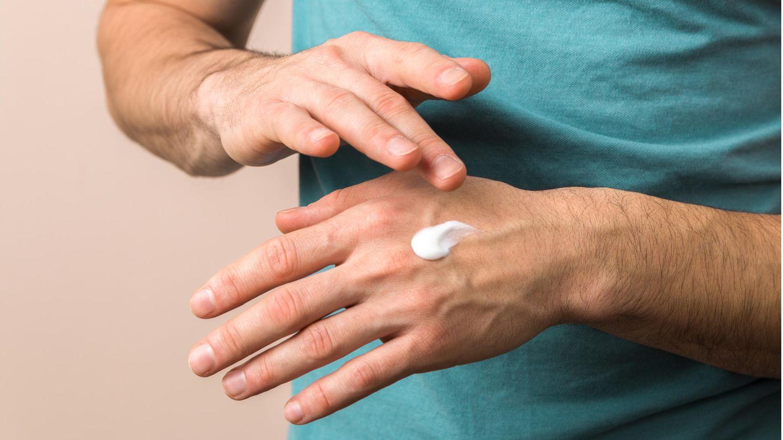 Derzeit leiden viele Menschen unter trockenen Händen