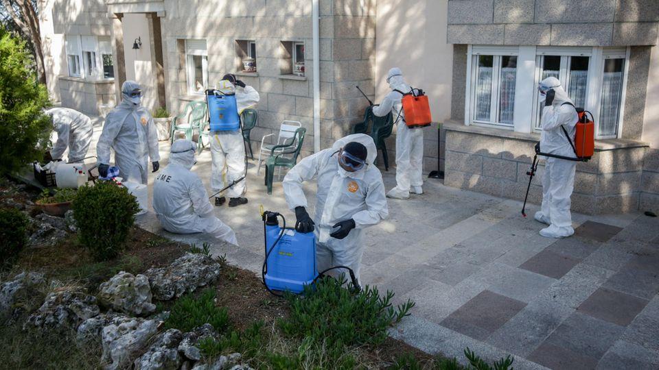 """Corona-Todeswelle in Spanien: """"Die sterben wie die Fliegen"""" – wie sich ein spanischer Rentner aus einem Altersheim rettete"""