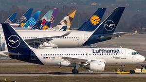 Coronavirus-News: Geparkte Flugzeuge