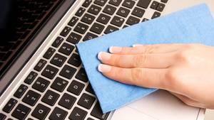 Corona-Hygiene: Wie Sie Ihre Tastatur richtig desinfizieren