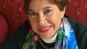 """Michaela Huber ist psychologische Psychotherapeutin, Supervisorin und Ausbilderin in Traumabehandlung. Sie hat zahlreiche Bücher geschrieben, darunter """"Trauma und Traumabehandlung"""". Sie leitet ein Ausbildungsinstitut in Göttingen."""