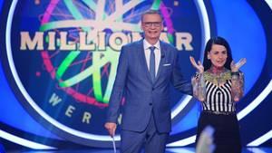 """""""Wer wird Millionär?""""-Moderator Günther Jauch mit Kandidatin Sina Warneke"""