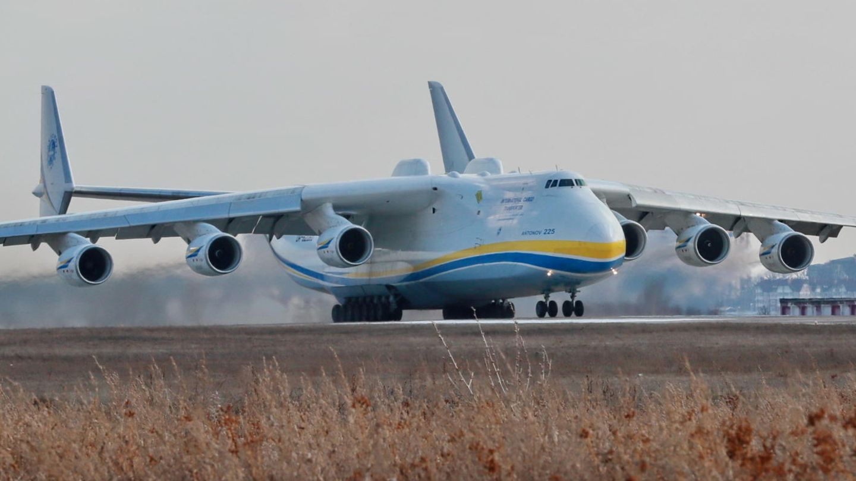 Das einzige Exemplar weltweit: Die Antonow An-225 kann mit bis zu 250 Tonnen Fracht abheben
