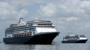 """Das Kreuzfahrtschiff """"Zaandam""""steht vor der Küste von Panama"""