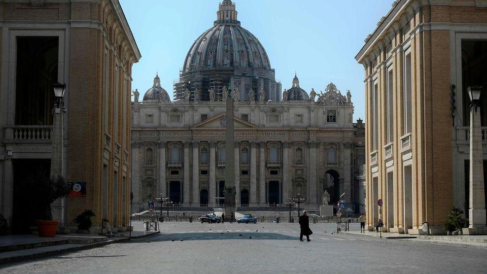 Die Zufahrt zum Petersplatz ist fast völlig verwaist