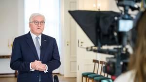 Bundespräsident Frank-Walter Steinmeier zeichnet in Schloss Bellevue eine Videobotschaft zur Corona-Pandemie auf