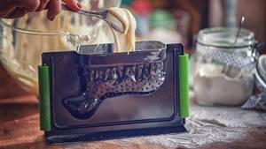 Zum Backen eines traditionellen Osterlamms benötigen Sie eine praktische 3-D-Backform