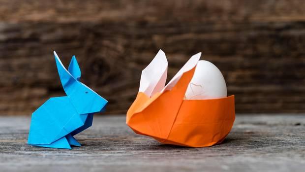 Blau und Orange Origami-Kaninchen