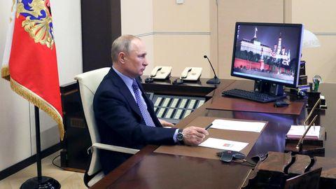 Wladimir Putin während seiner Ansprache an die Nation. Erverlängerte die arbeitsfreie Zeit in Russland bis 30. April.