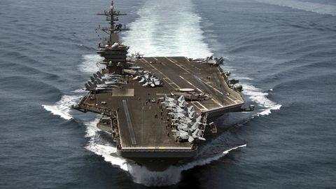 "Der Flugzeugträger""USS Theodore Roosevelt""  aus der Luft fotografiert"