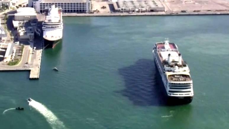 Coronavirus-Krise: Ende einer Irrfahrt: Kreuzfahrtschiffe mit Corona-Infizierten legen in Florida an