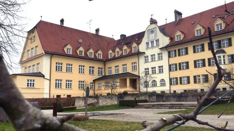 Das ehemalige katholische Piusheim im bayerischenKreis Ebersberg.