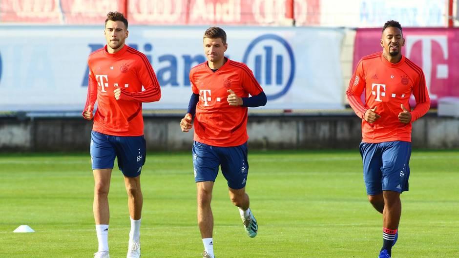 Goretzka, Müller und Boateng auf dem Trainingsplatz an der Säbene Straße