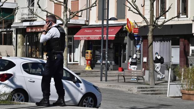 Spurensicherung am Tatort in Romans-sur-Isère