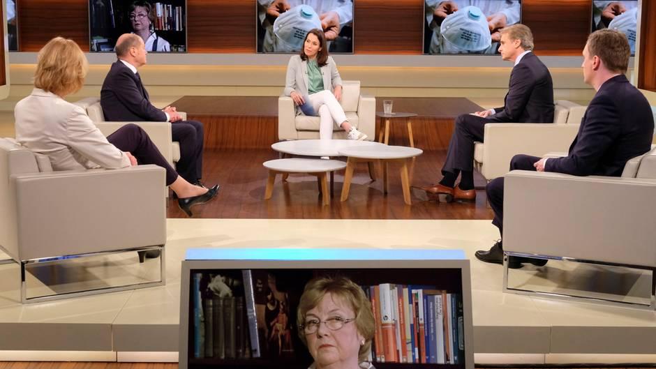 Anne Will diskutiert in ihrer Talkshow mit ihren Gästen über die Coronakrise in Deutschland