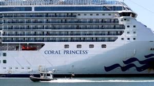 """Die """"Coral Princess"""" legte nach einem gescheiterten Andockversuch in Fort Lauderdale im Hafen von Miami an. Zuvor war sie bereits von mehreren südamerikanischen Häfen abgewiesen worden."""