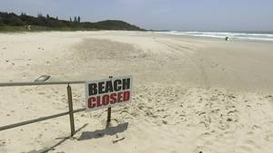 Das Bild zeigt einen geschlossenen Strand am Great Barrier Reef in Australien