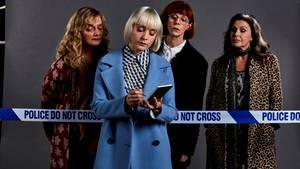 """Sie sind die """"Queens of Mystery"""": Diejunge DetektivinMatilda Stone (im blauen Mantel) ermittelt mit ihren krimilesenden Tanten."""