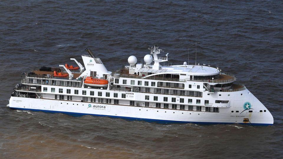 """Das australische Expeditionsschiff""""Greg Mortimer"""" mit derauffälligen Bug-Konstruktion, dem Ulstein X-Bow"""
