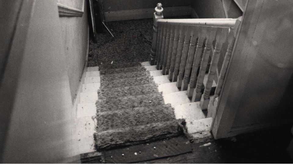 Der Treppenaufgang in Nilsens Haus