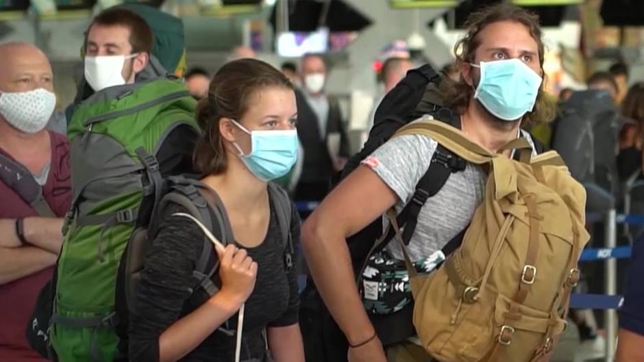Corona-Krise: Deutsche Passagiere warten auf ihren Rückflug nach Deutschland