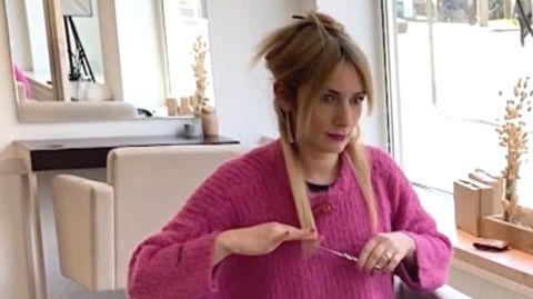 Friseurin Anna zeigt, wie einfach man sich selber die Haare schneiden kann