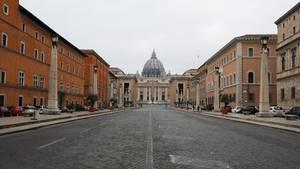 Menschenleer: Die Via della Conciliazione in Rom mit dem Petersdom im Hintergrund