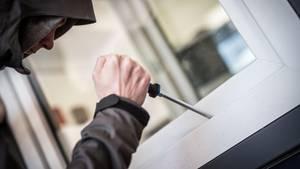 Für Einbrecher ist das Entdeckungsrisiko in der Coronakrise größer geworden(Symbolbild)