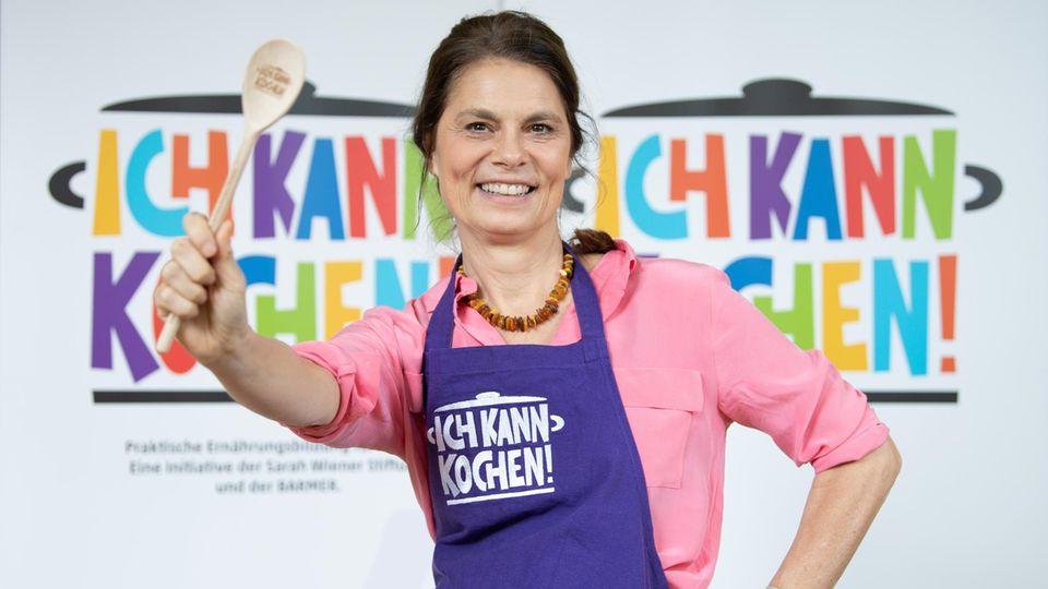 Sarah Wiener zeigt, wie man Milchreis richtig kocht