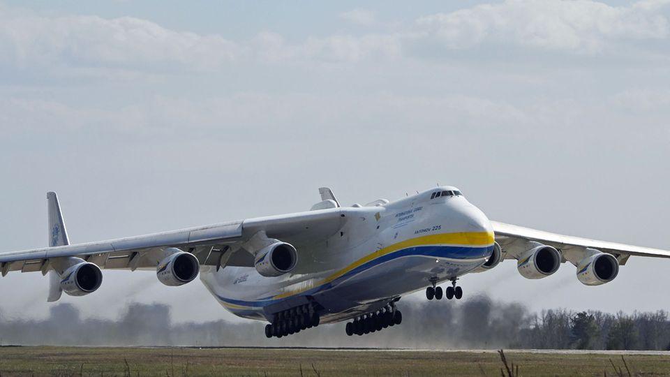 Das einzige Exemplar weltweit: Die Antonow An-225 kann bis zu 250 Tonnen Fracht befördern.