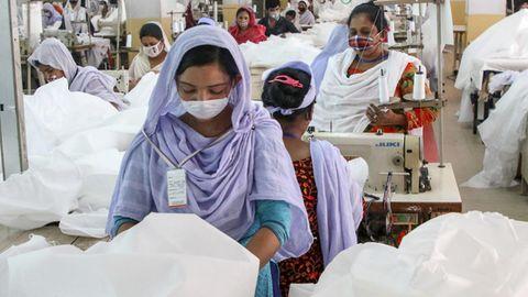 Fabriken in Bangladesch nähen nun verstärkt Schutzkleidung