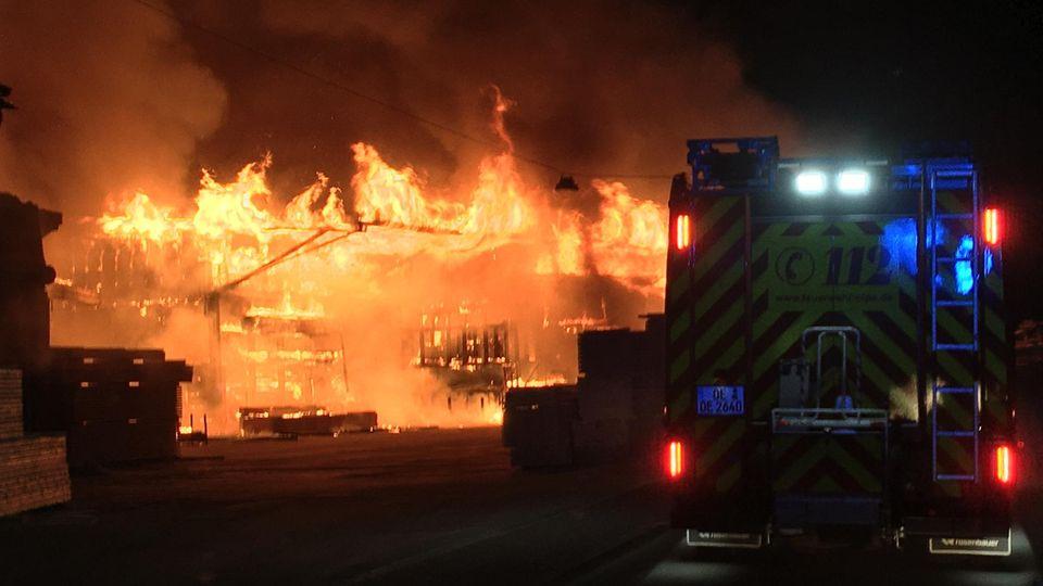 Großbrand in Sägewerk in Olpe