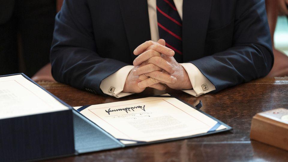 Donald Trump und seine Unterschrift