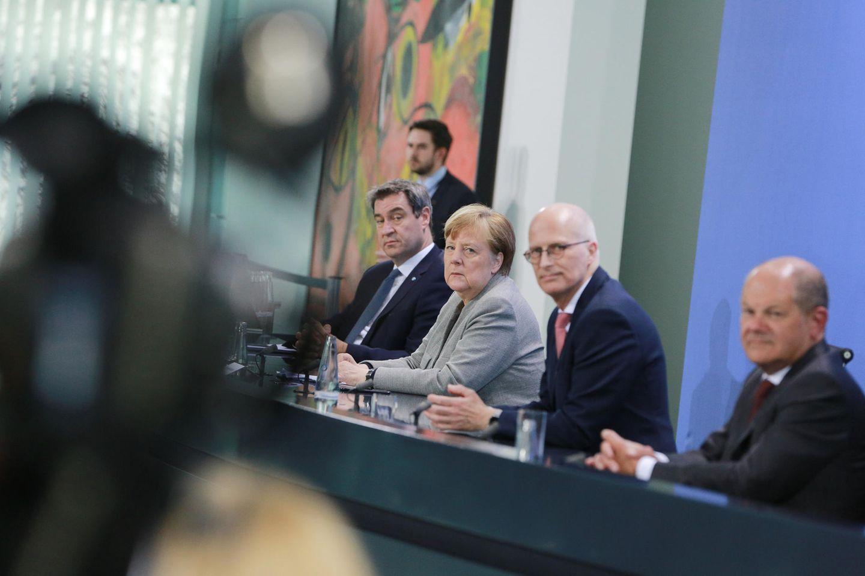 Corona-Pk in Berlin: Markus Söder, Angela Merkel, Peter Tschentscher, Olaf Scholz