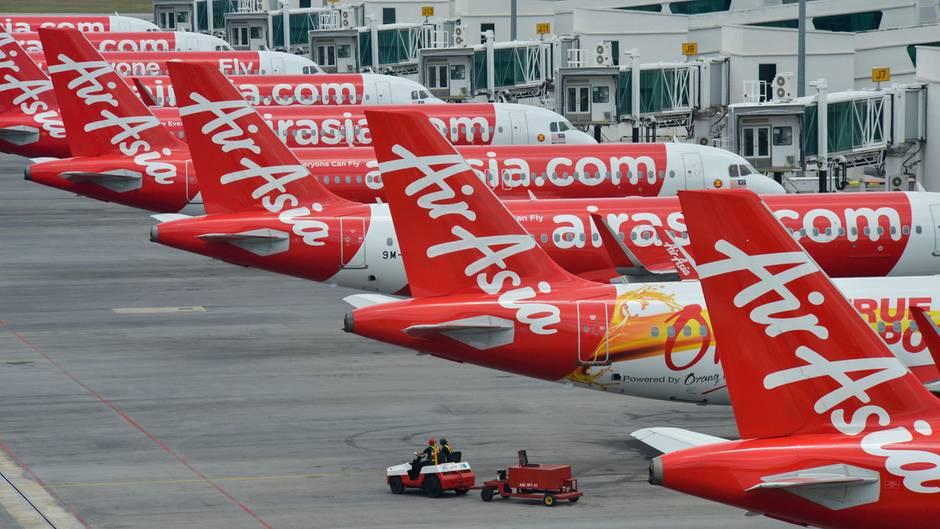 Bild 1 von 13der Fotostrecke zum Klicken:Es ist ein weltweites Phänomen, überall sind reihenweise Flugzeuge eingeparkt, wie hier am FlughafenKuala Lumpur in Malaysia