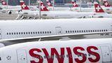 Auch die Swiss hat ihren Flugbetrieb auf ein Minimum reduziert und fliegt auf Langstrecke nur noch dreimal pro Woche nach New York Newark. Neben dem Flughafen Zürich stehen einige der übrigen Jets auch auf dem benachbarten Militärflugplatz Dübendorf bei Zürich..