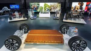 Bei der GM BEV-Plattform lassen sich die Pouchzellen horizontal oder vertikal stapeln