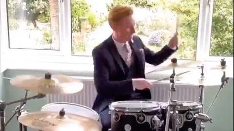 Owain Wyn Evans am Schlagzeug