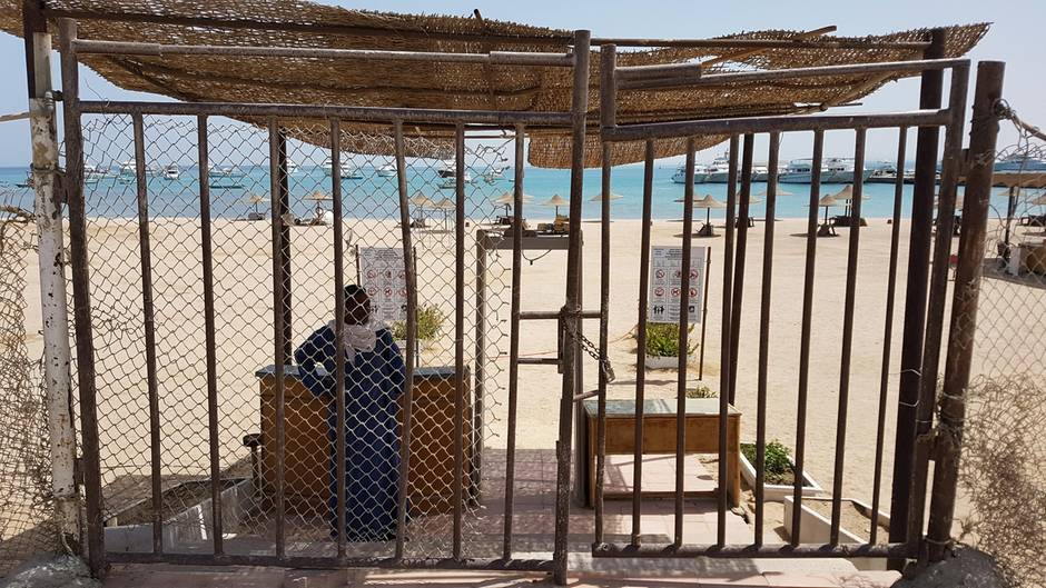 MitteApril 2020:Der Badestrand von von Hurghada ist geschlossen